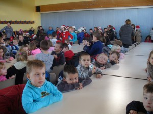 fête de Noël à l'école: chansons, goûter et visite du Père-Noël